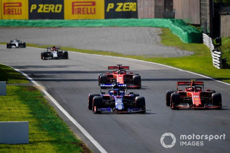 Charles Leclerc, Ferrari SF90, Daniil Kvyat, Toro Rosso STR14 e Sebastian Vettel, Ferrari SF90