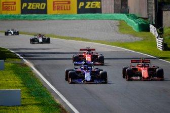 Charles Leclerc, Ferrari SF90, Daniil Kvyat, Toro Rosso STR14 et Sebastian Vettel, Ferrari SF90