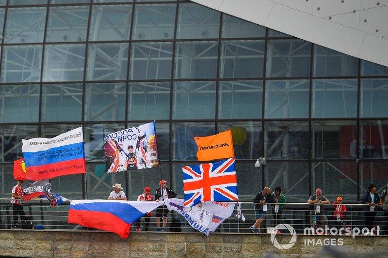 Болельщики McLaren и Даниила Квята