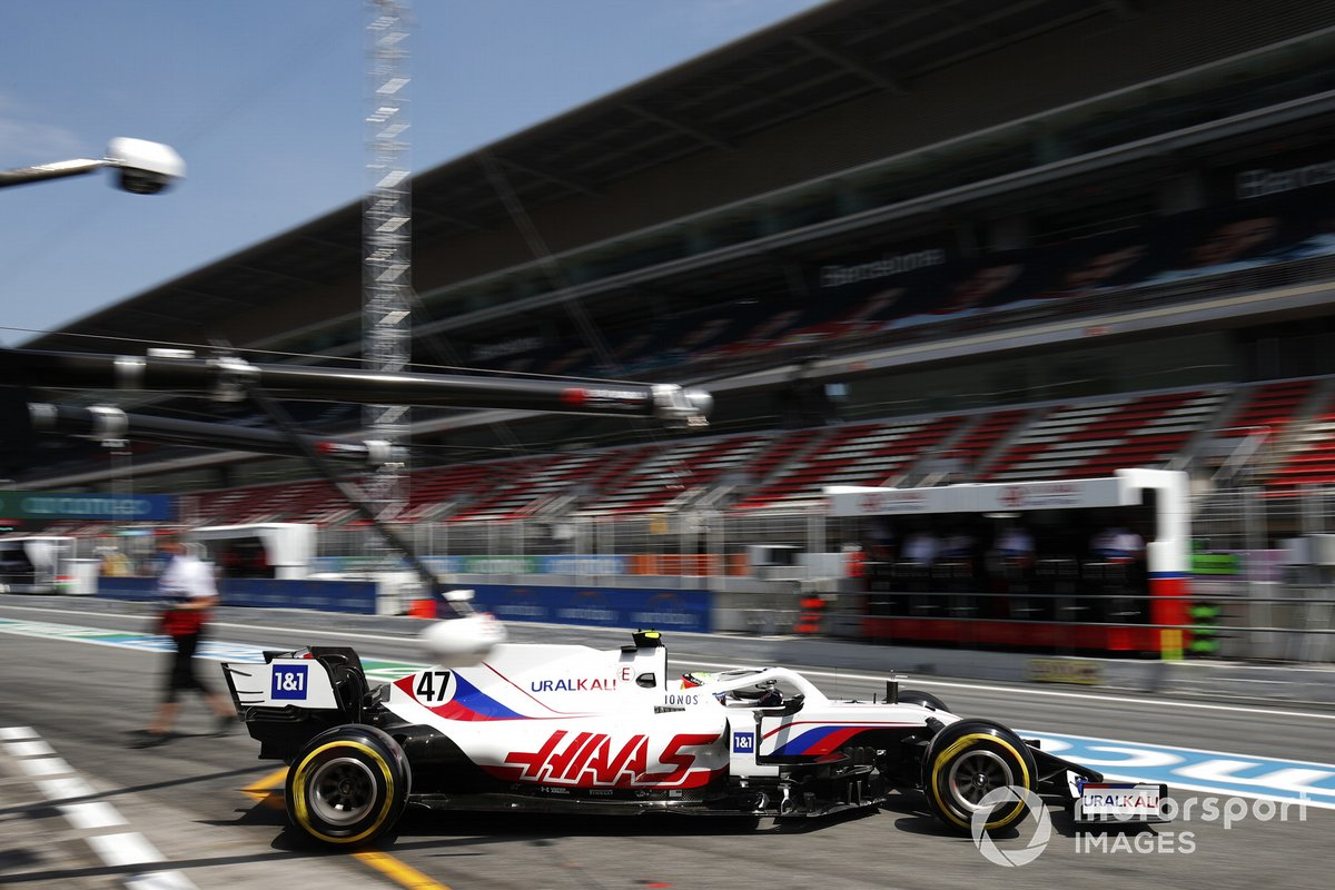 Mick Schumacher, Haas VF-21, esce dal garage