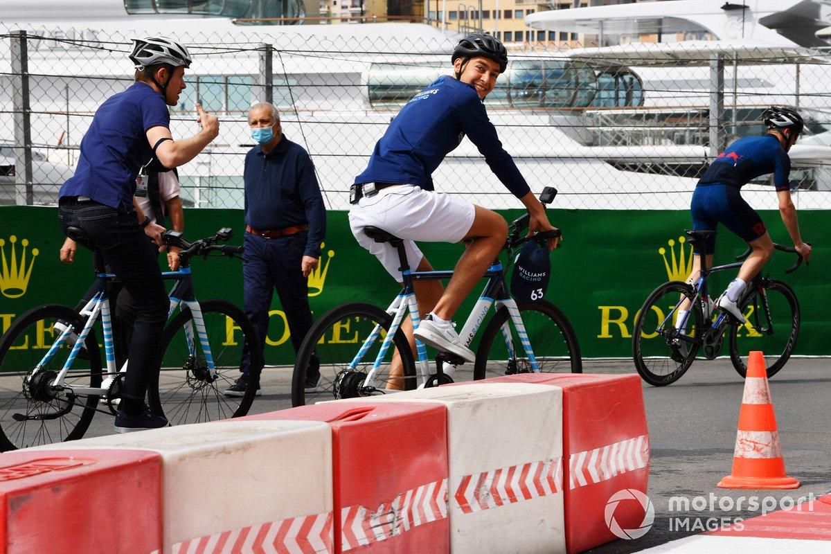 George Russell, Williams, en bicicleta