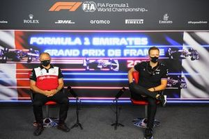 Frederic Vasseur, teambaas, Alfa Romeo Racing, en Laurent Rossi, CEO, Alpine F1
