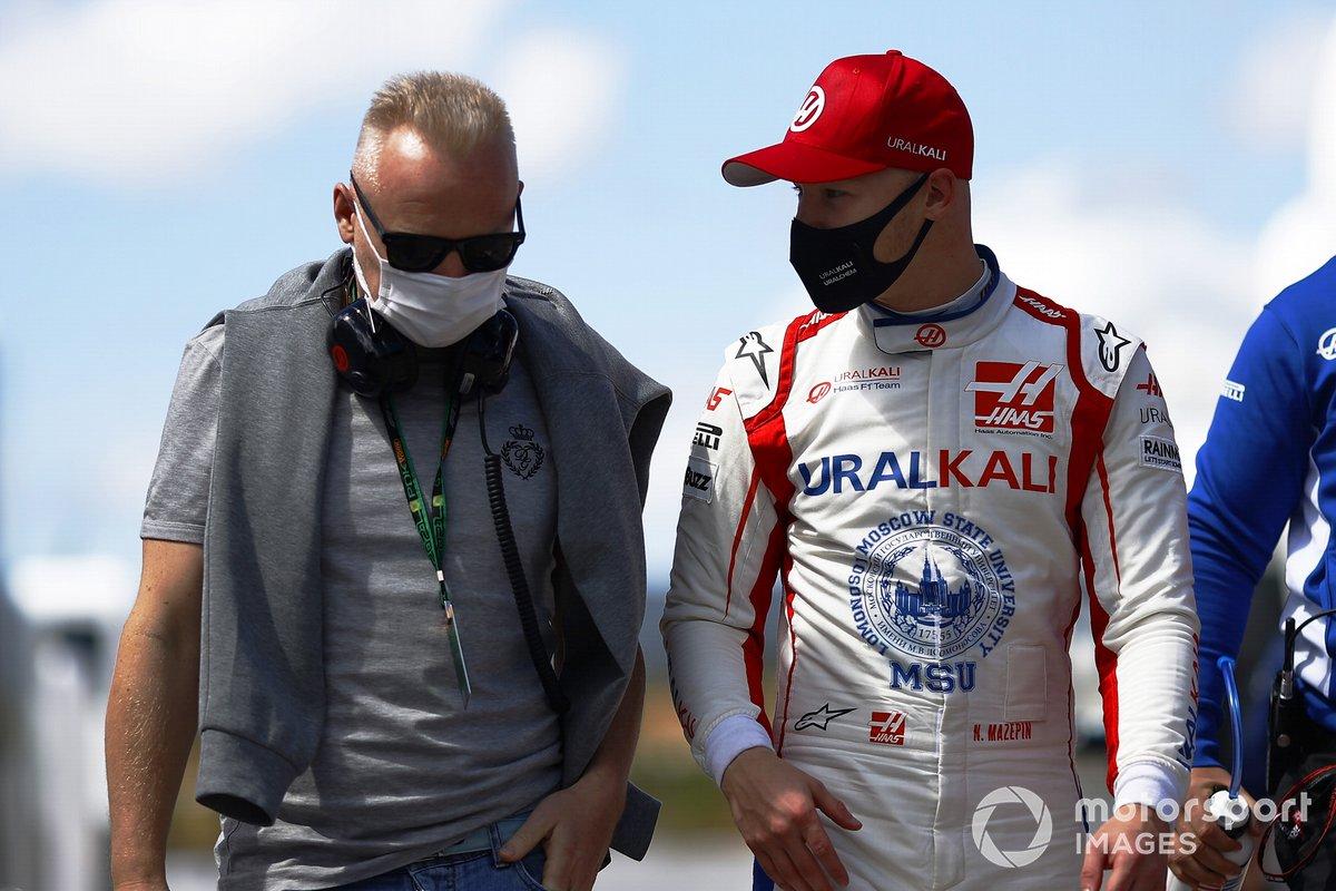 Nikita Mazepin, Haas F1, con su padre, Dmitry Mazepin