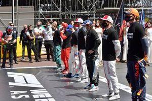 Sebastian Vettel, Aston Martin, Charles Leclerc, Ferrari, Mick Schumacher, Haas F1, Antonio Giovinazzi, Alfa Romeo Racing, Fernando Alonso, Alpine F1, Kimi Raikkonen, Alfa Romeo Racing, and Max Verstappen, Red Bull Racing, on the grid