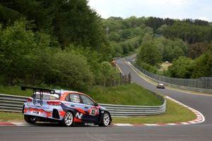 #831 Hyundai Motorsport N TCR Hyundai i30N: Luca Engstler, Hendrik Still, Jean-Karl Vernay,