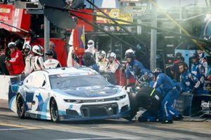 Kyle Larson, Hendrick Motorsports, Chevrolet Camaro MetroTech pit stop