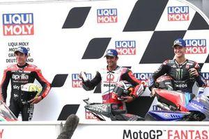 Los 3 primeros: ganador de la pole Johann Zarco, Pramac Racing, segundo Fabio Quartararo, Yamaha Factory Racing, tercero Aleix Espargaró, Aprilia Racing Team Gresini