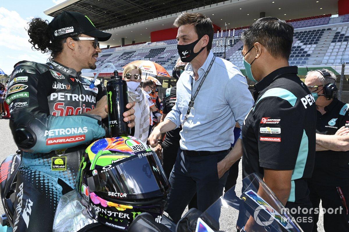 Franco Morbidelli, Petronas Yamaha SRT, Toto Wolff, director del equipo y consejero delegado de Mercedes AMG, Razlan Rizali, Petronas Yamaha SRT