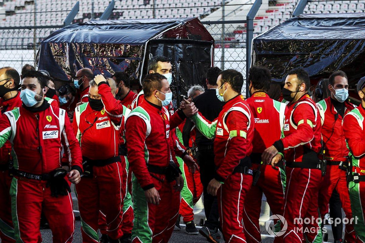 El equipo AF Corse celebra
