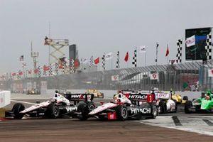 Restart: Will Power, Team Penske Chevrolet, Helio Castroneves, Team Penske Chevrolet