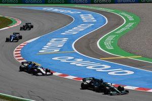Lance Stroll, Aston Martin AMR21, Nicholas Latifi, Williams FW43B, Esteban Ocon, Alpine A521, and Lewis Hamilton, Mercedes W12