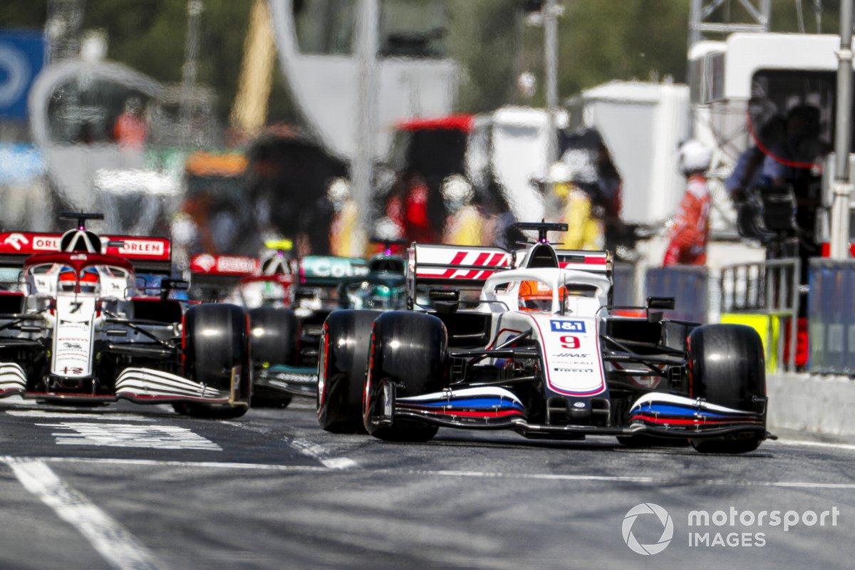 Nikita Mazepin, Haas VF-21, Kimi Raikkonen, Alfa Romeo Racing C41
