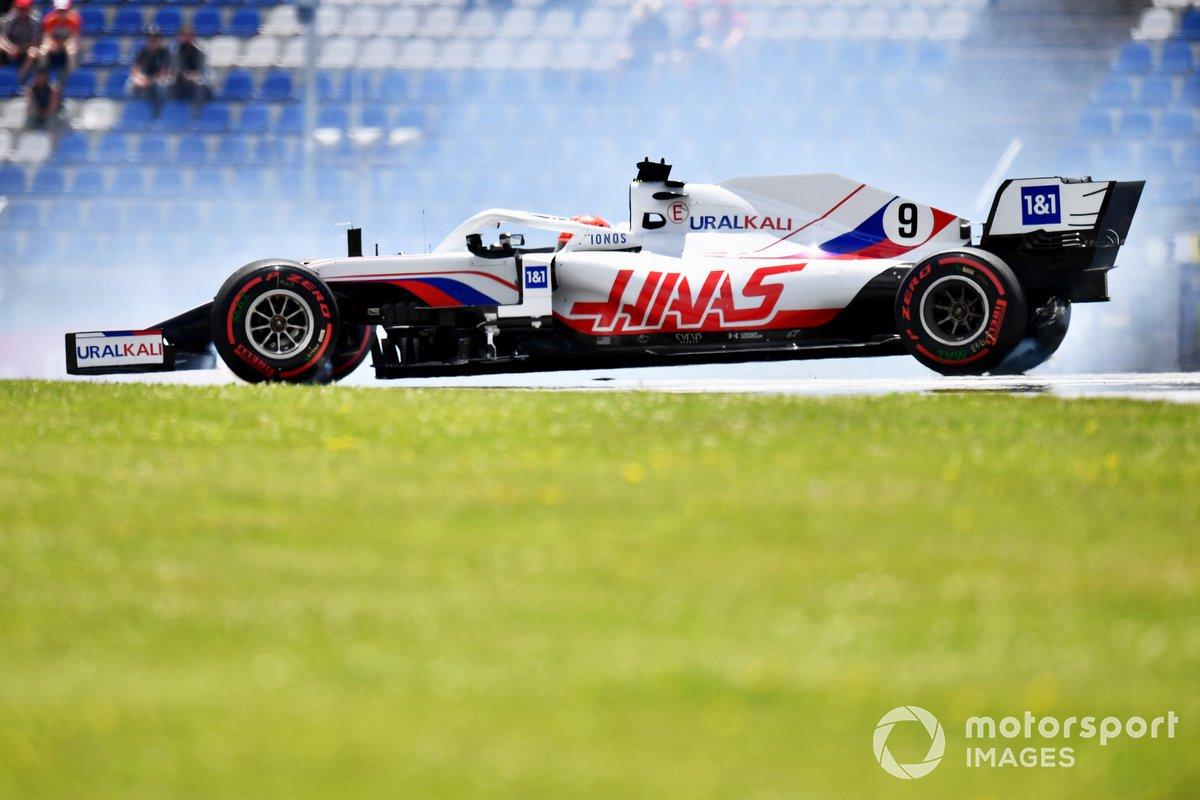 Nikita Mazepin, Haas VF-21 hace un trompo