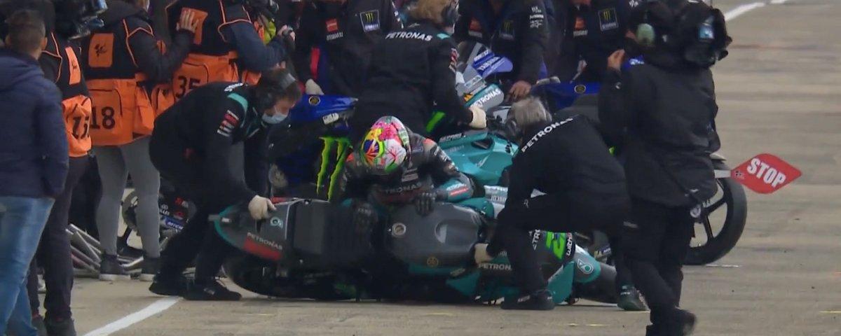 Caída de Franco Morbidelli en el pit lane