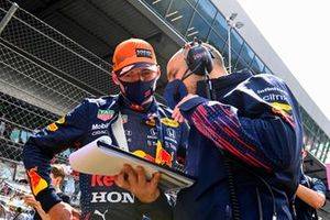 Max Verstappen, Red Bull Racing, on the grid with his engineer