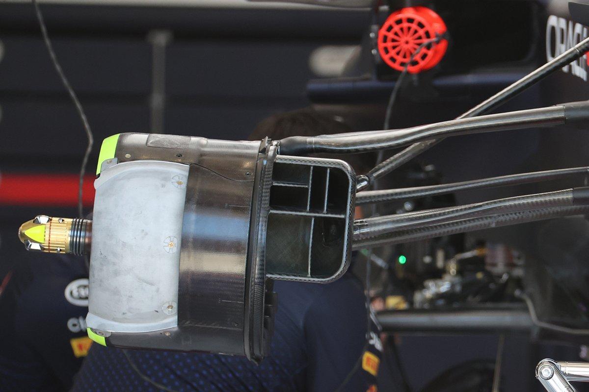Detalle del conducto de freno del Red Bull RB16B