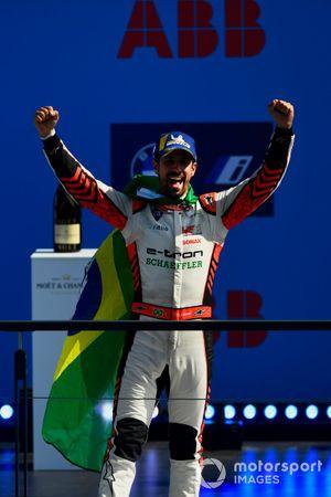 Lucas Di Grassi, Audi Sport ABT Schaeffler, primo classificato, festeggia sul podio