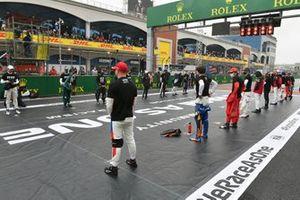 De coureurs op de grid voor de start van de race