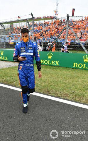 Daniel Ricciardo, McLaren, en la parrilla