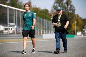 Sebastian Vettel, Aston Martin AMR21 track walk