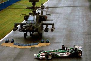 Un helicóptero Agusta Westland Apache del Ejército Británico con el Jaguar R4