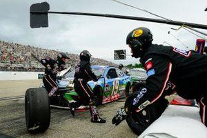 Martin Truex Jr., Joe Gibbs Racing, Toyota Camry Resers Fine Foods #LetsPicnic pit stop