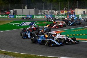 Felipe Drugovich, Uni-Virtuosi, in gevecht met Ralph Boschung, Campos Racing