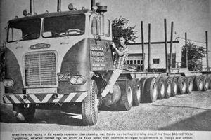 Gordon Johncock pose avec son camion de bucheron en 1968