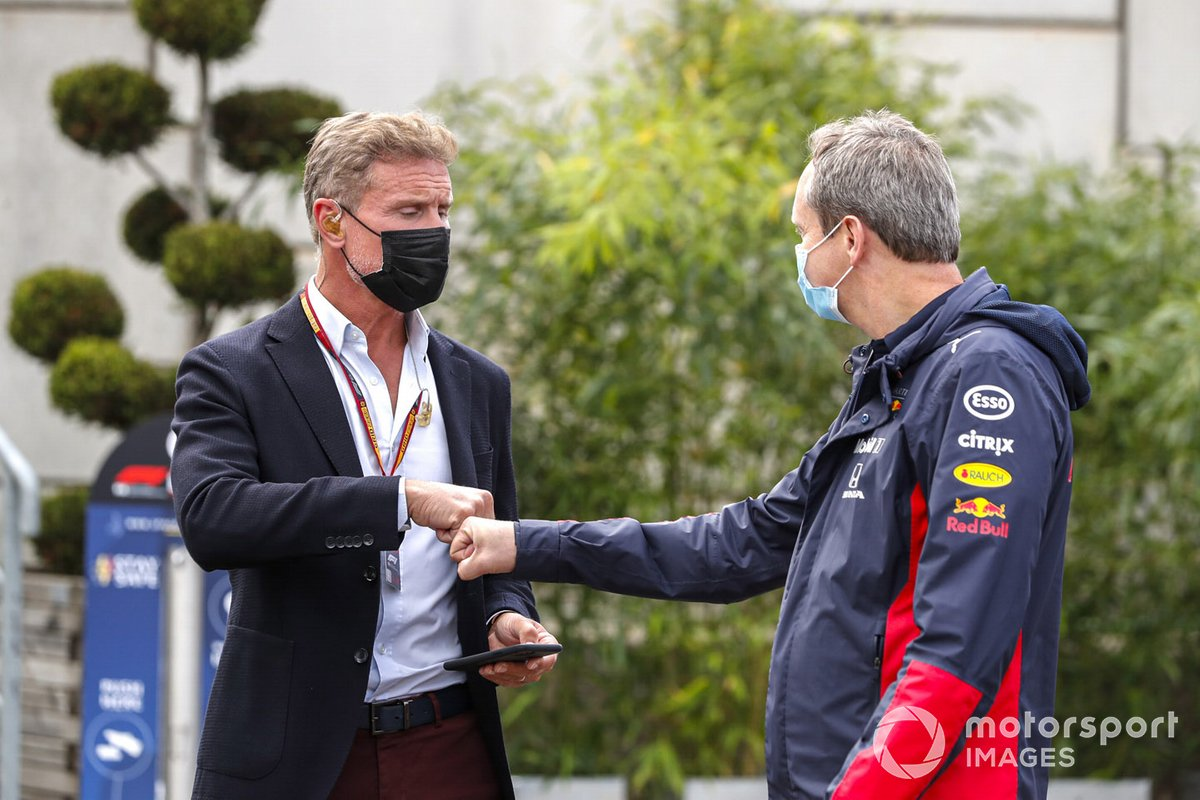El presentador David Coulthard con Jonathan Wheatley, Director de Equipo, Red Bull Racing