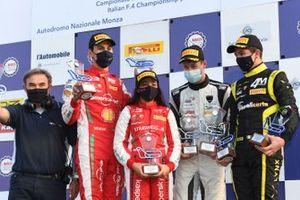 Il Podio di Gara 3: Il vincitore della gara, Pietro Delli Guanti, BVM Racing, secondo posto, Gabriel Bortoleto, Prema Powerteam, terzo posto, Leonardo Fornaroli, Iron Lynx