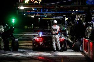 #16 Wright Motorsports Porsche 911 GT3 R, GTD: Ryan Hardwick, Patrick Long, Jan Heylen, pit stop