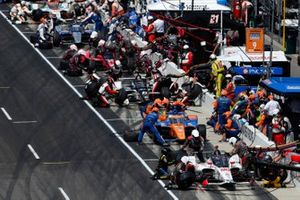 Scott Dixon, Chip Ganassi Racing Honda, Marco Andretti, Andretti Herta with Marco & Curb-Agajanian Honda make pit stops