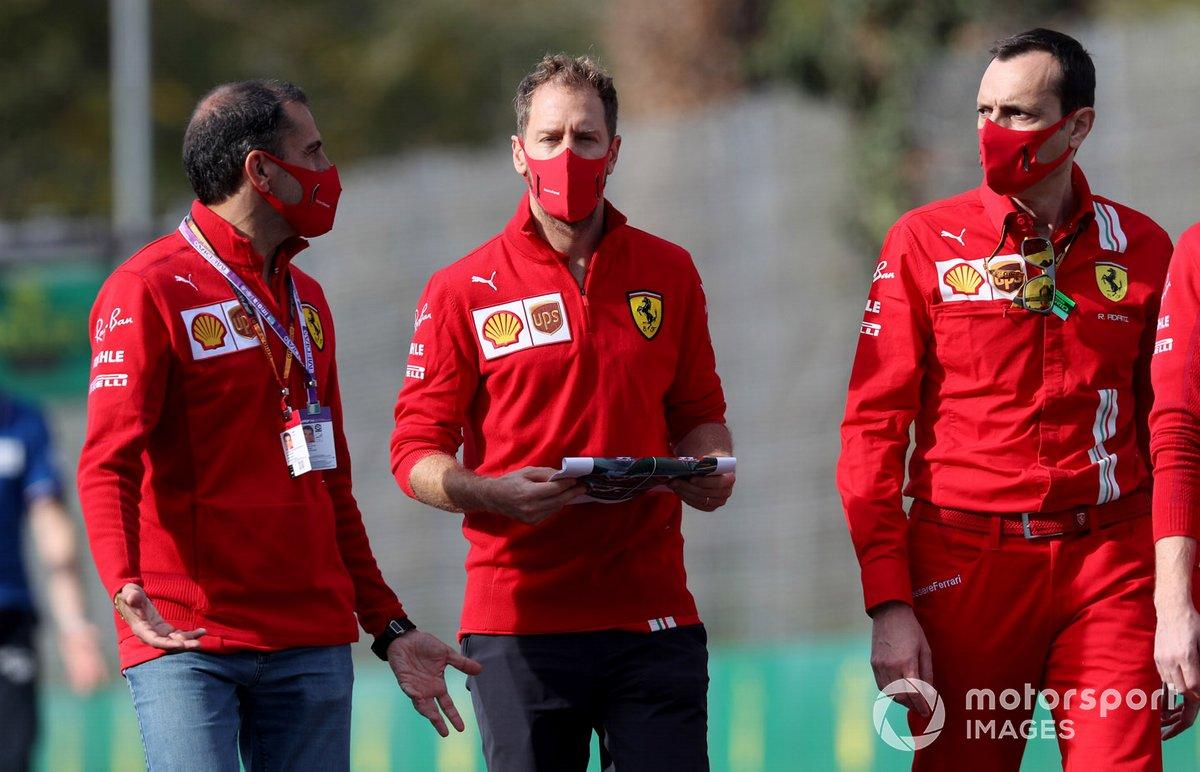 Marc Gené, Ferrari, con Sebastian Vettel, Ferrari