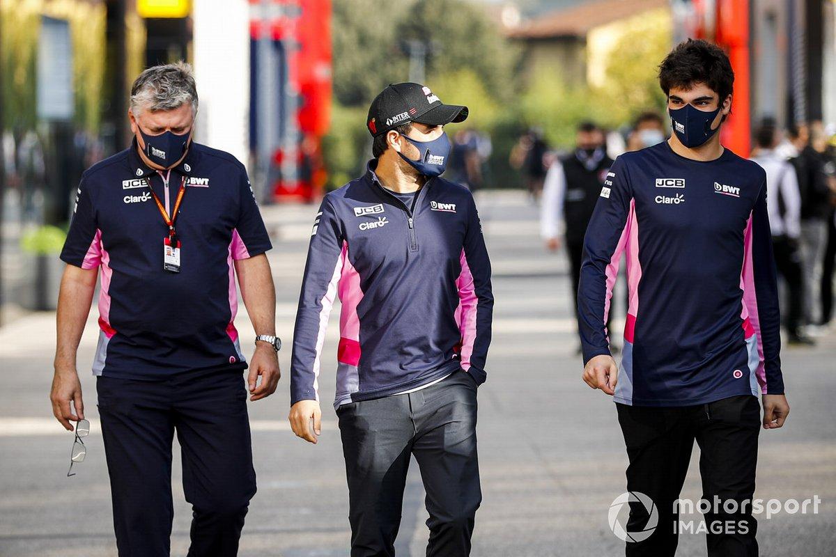 Otmar Szafnauer, Director del equipo y CEO, Racing Point, Sergio Pérez, Racing Point, y Lance Stroll, Racing Point