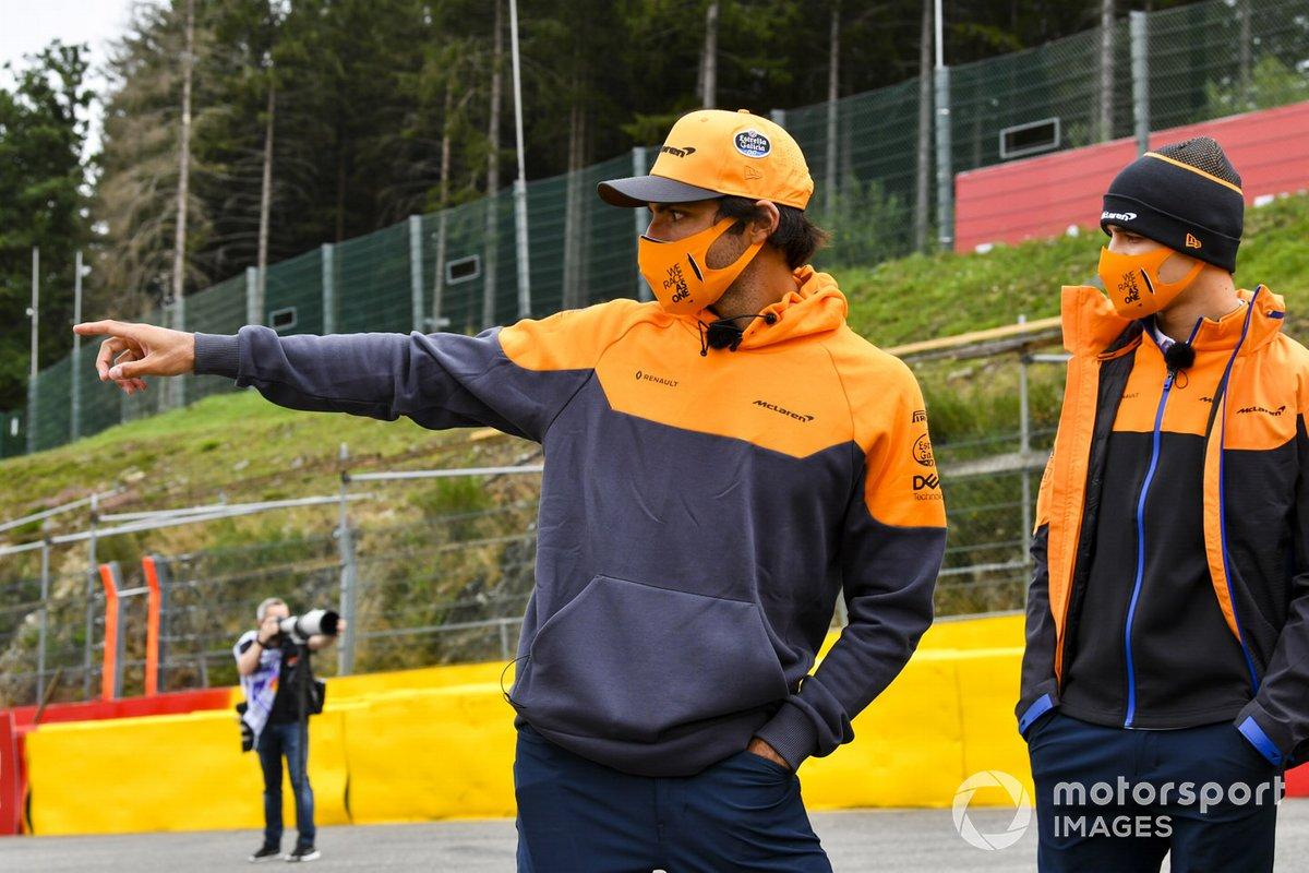 Карлос Сайнс и Ландо Норрис, McLaren, прогулка по трассе