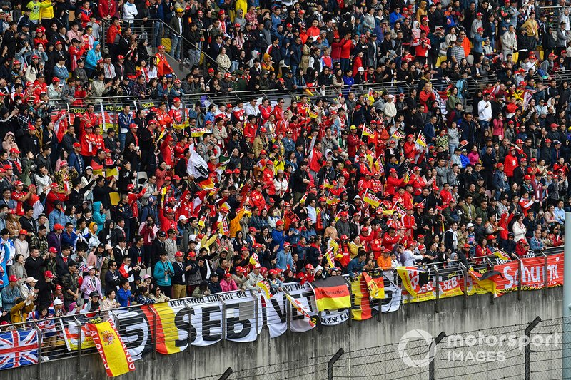 Pubblico sostiene Sebastian Vettel, Ferrari