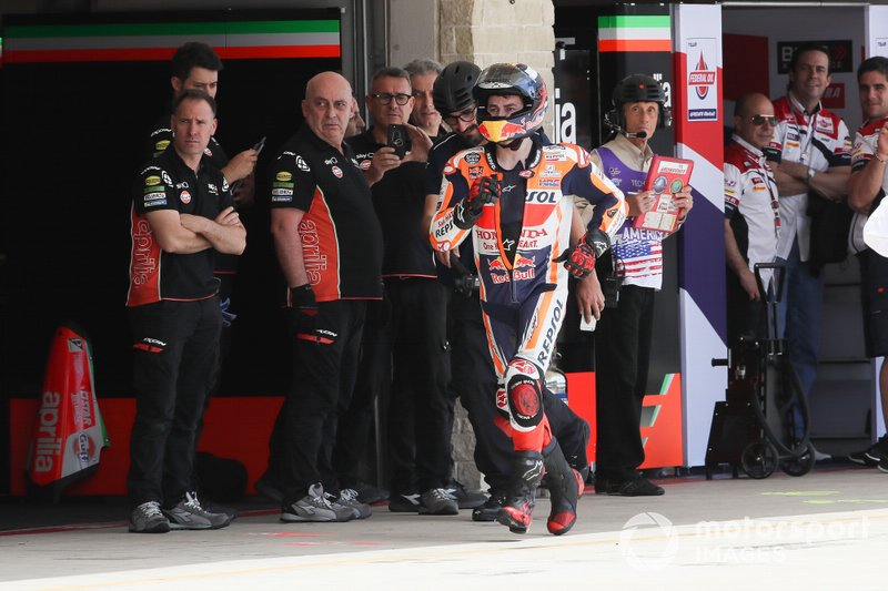 Jorge Lorenzo, Repsol Honda Team runs back to garages