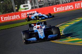 Robert Kubica, Williams FW42, devant George Russell, Williams Racing FW42