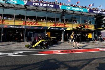 Daniel Ricciardo, Renault F1 Team R.S.19, leaves the garage