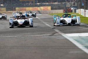 Tom Dillmann, NIO Formula E Team, NIO Sport 004 battles with Daniel Abt, Audi Sport ABT Schaeffler, Audi e-tron FE05