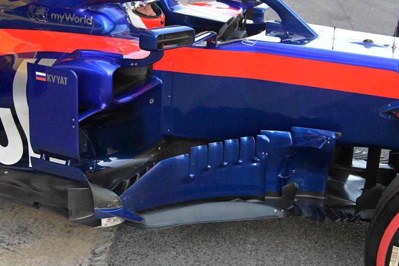 Daniil Kvyat, Toro Roso STR14 sidepod detail