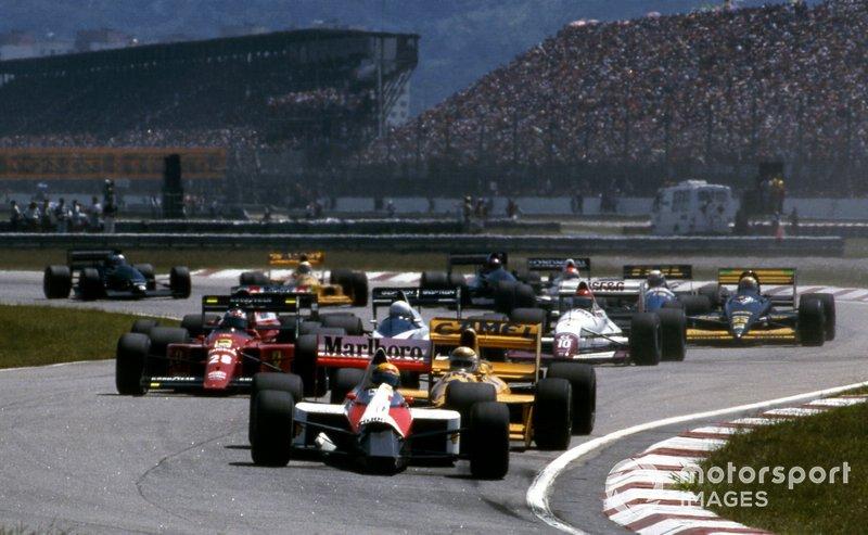 Péssimo GP de Senna: Depois de sair da pole, Senna se tocou com Patrese e Berger na 1ª curva e perdeu a asa dianteira. Depois de ir para os pits, ele fez uma prova ruim, terminando em 11º, 2 voltas atrás.