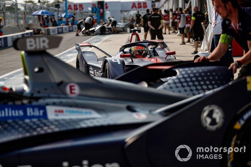 Robin Frijns, Envision Virgin Racing, Audi e-tron FE05, in pit lane