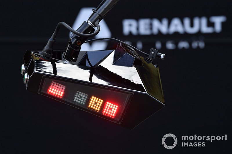 Renault pit lane lights display orange and red