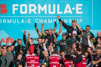 Mitch Evans, Panasonic Jaguar Racing, 1st position, celebrates with the team