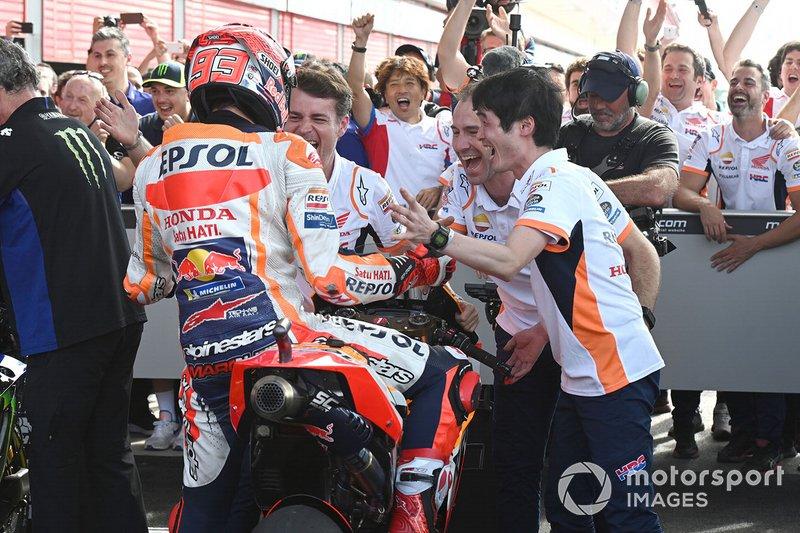 Podio: il vincitore della gara Marc Marquez, Repsol Honda Team, festeggia nel parco chiuso