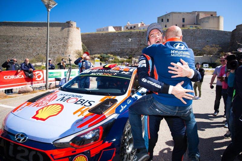 Thierry Neuville, Hyundai Motorsport con Andrea Adamo, Director Hyundai Motorsport