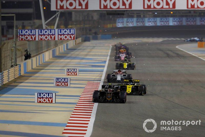 Kevin Magnussen, Haas F1 Team VF-19, precede Daniel Ricciardo, Renault R.S.19, Kimi Raikkonen, Alfa Romeo Racing C38, e Nico Hulkenberg, Renault R.S. 19