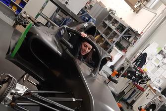 Sharon Scolari nell'abitacolo della Formula Regional
