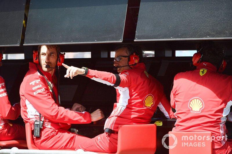 """No GP da Austrália veio a primeira ordem pelo rádio, quando Leclerc se aproximava de Vettel: Charles: """"Devo ficar atrás de Sebastian? Sim ou não?"""" Equipe: """"Sim e recuar para ter alguma margem"""" Charles: """"Ok"""""""